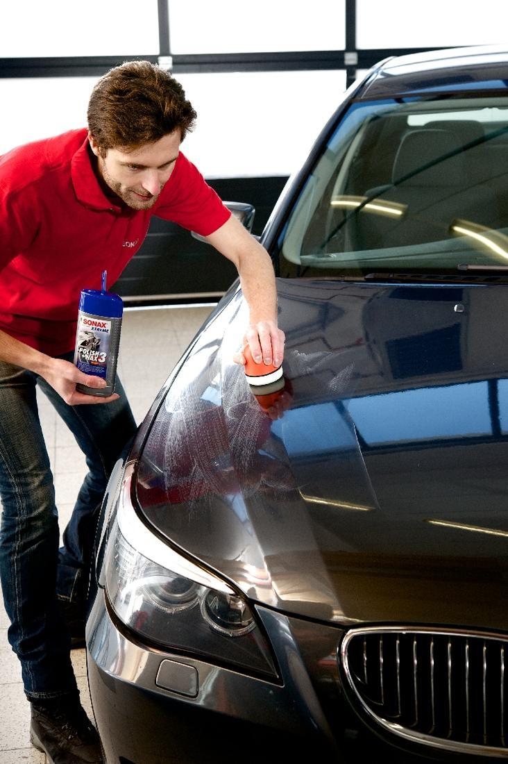 Auto-Lack-polieren-per-Hand-oder-mit-Maschine-besser