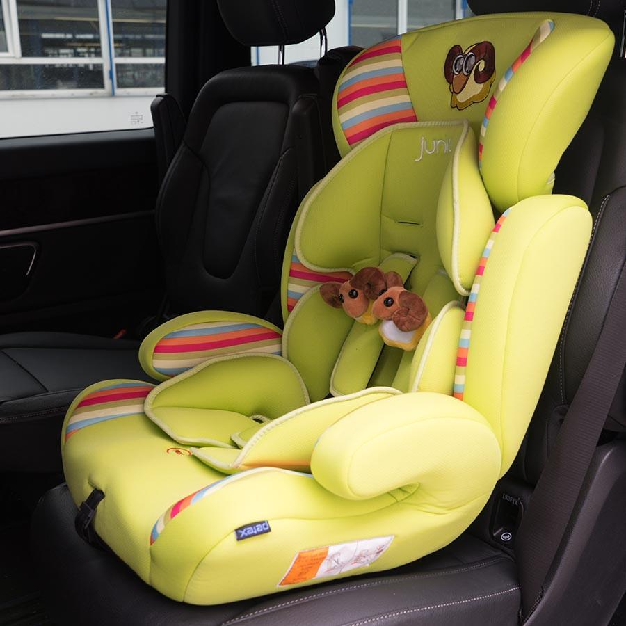 Kindersitz-im-Auto